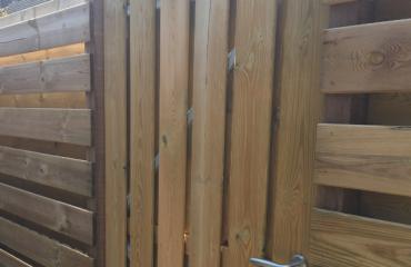 Het gebruik van een ijzeren poortframe